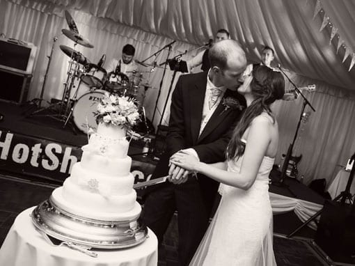 CHARLOTTE & CHRIS – CUTTING THE CAKE