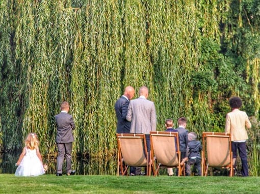 LISA & STUART – GUESTS BY THE LAKE